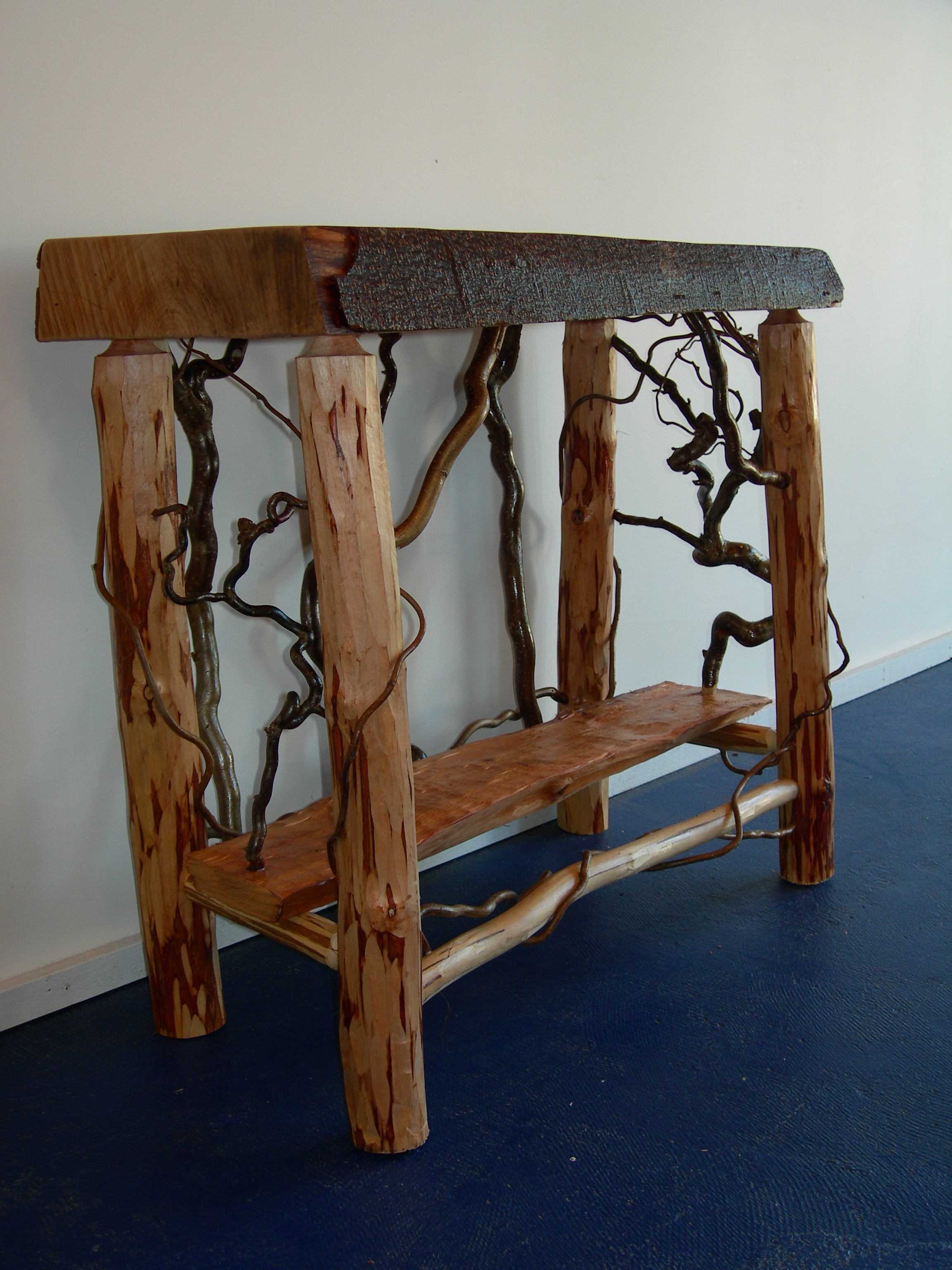 Stands tall creations woodcarving studio and gallery for Creation stand
